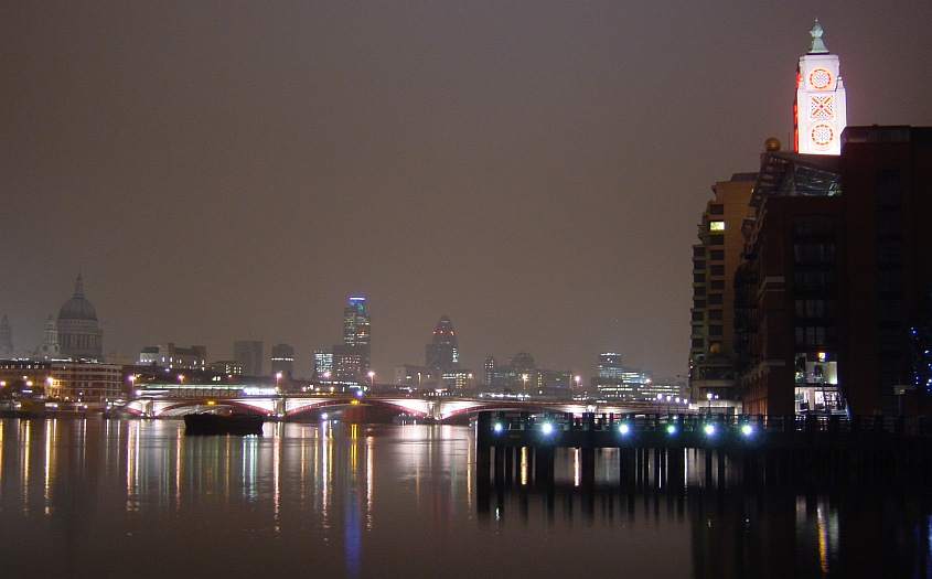 Photo - Tour Oxo et la Tamise de nuit
