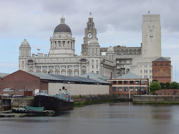 Photo - Liverpool - Offices buildings from Al. Dock