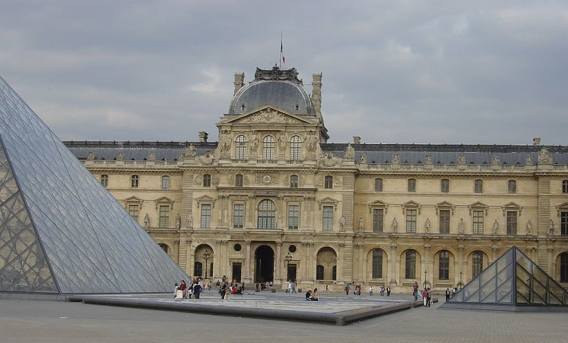 Photo - Pyramid - Louvre Museum