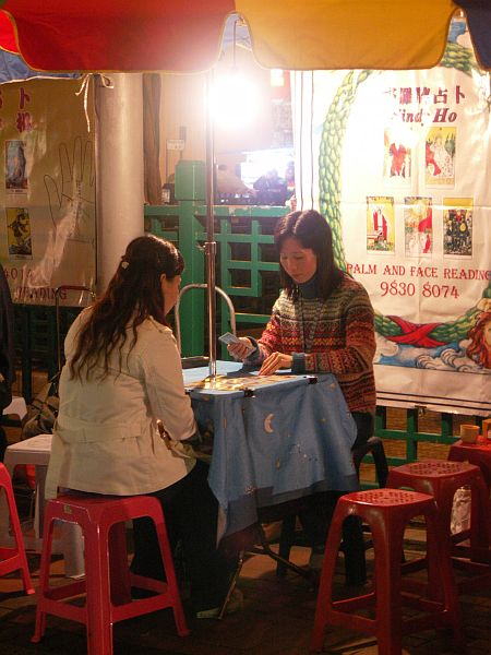 Photo - Fortune teller in night Market - Kowloon