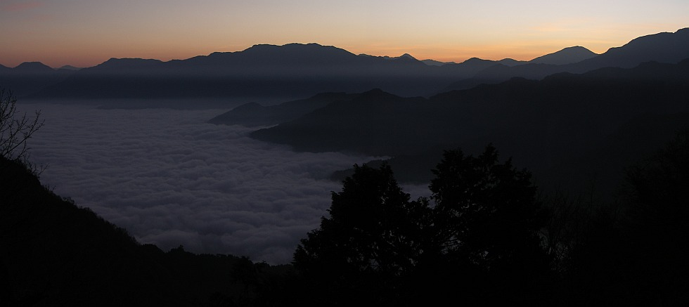 Photo - Sea of clouds in the valley - Panoramic view