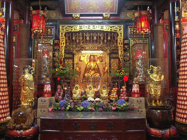 Photo - Altar in Hsinchu temple